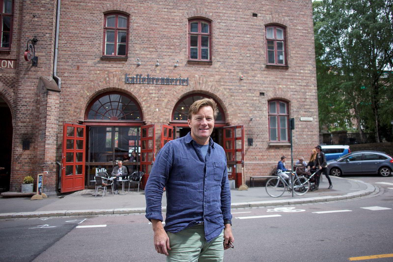 Steinar Paulsrud har etablert 40 utsalg, men vil vokse i det små videre. Her er han avbildet foran Kaffebrenneriet på Grønland.