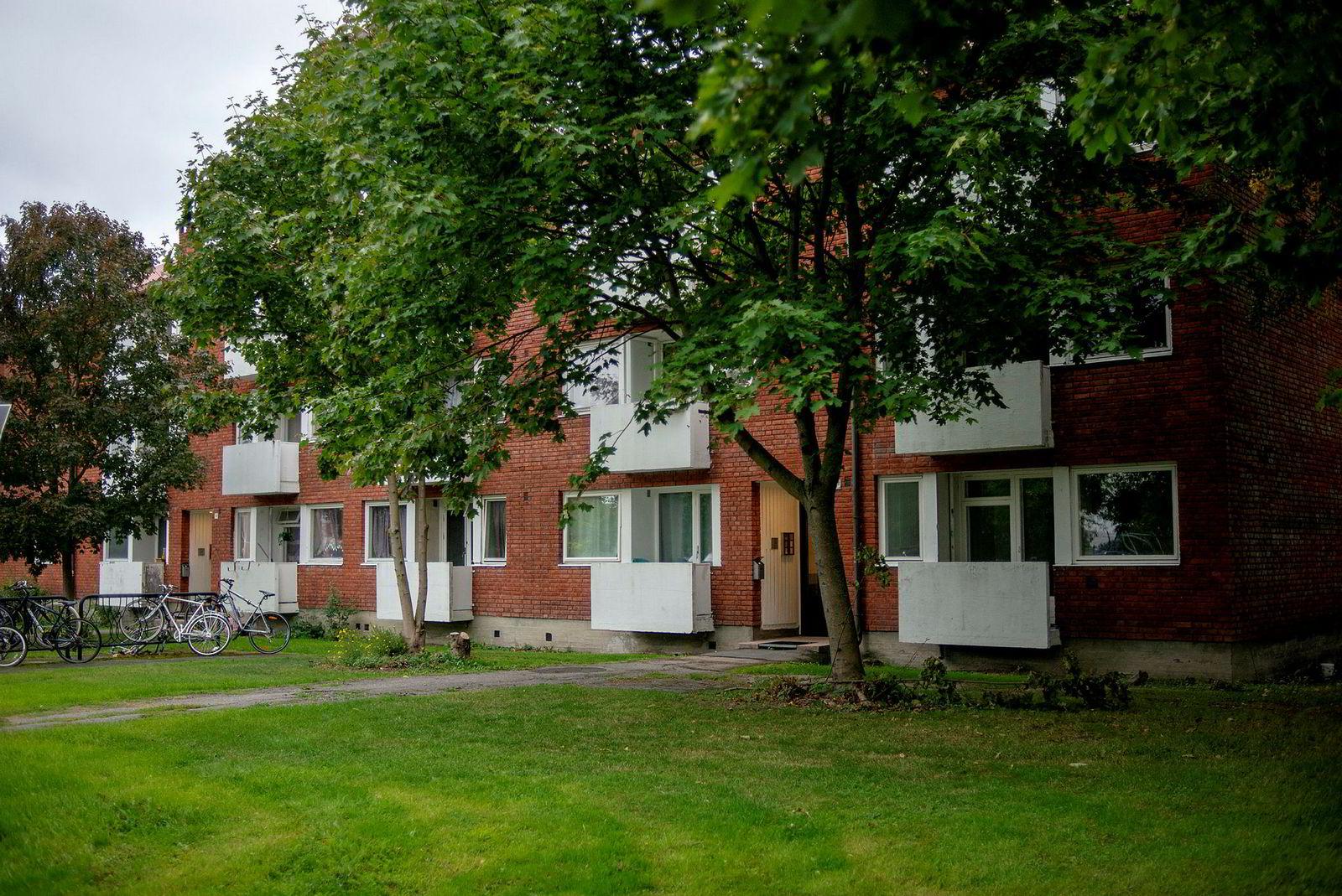Anestesisykepleier Frode Halse har leid en liten leilighet i Sinsenveien 74 i mer enn 30 år. Da Tollefsen seksjonerte gården skulle han ha fått et tilbud om å kjøpe leiligheten til 20 prosent under markedspris. Det har Fredensborg innrømmet at han ikke fikk.