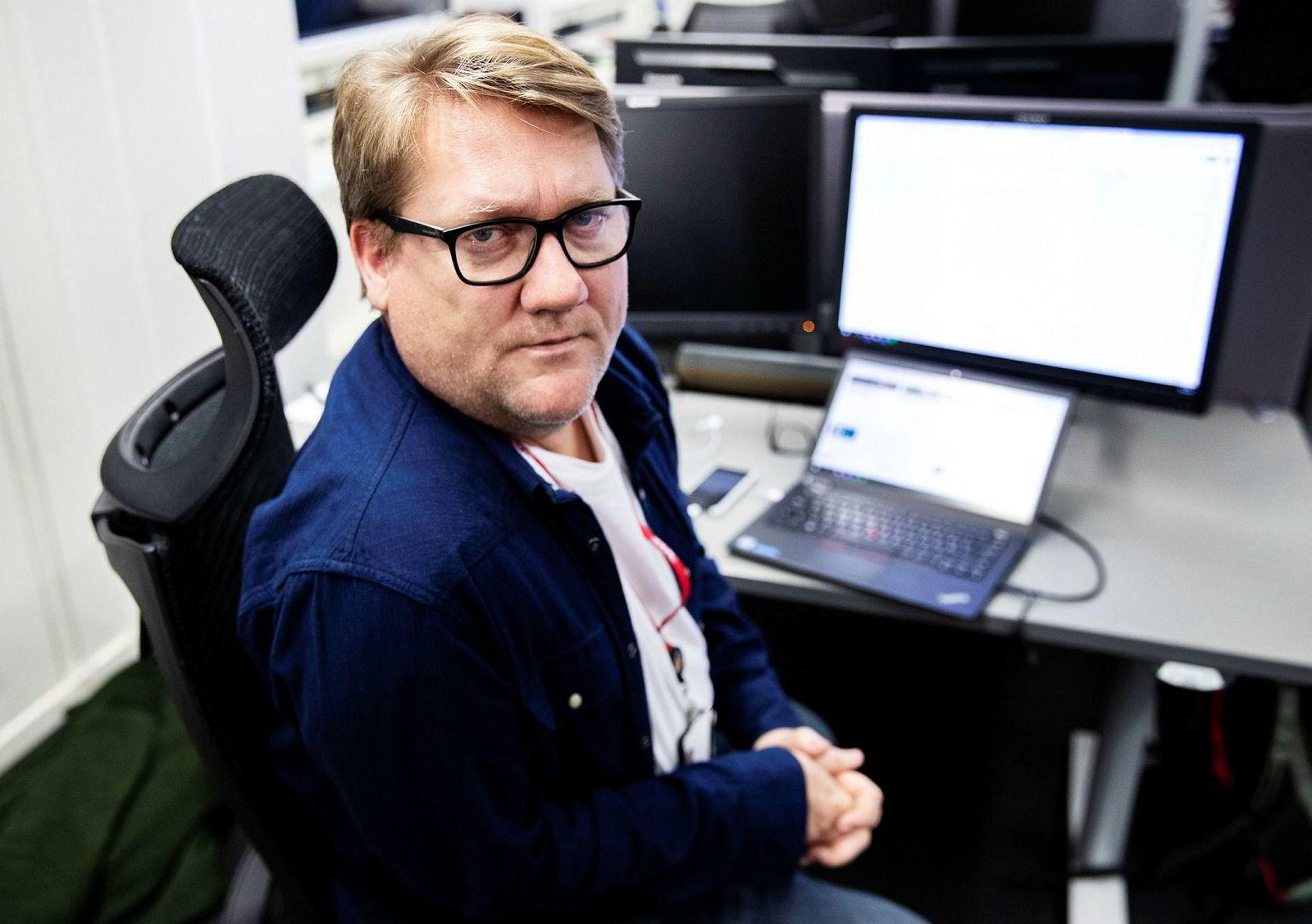 Også VG-journalist Eirik Mosveen er ute av politisk avdeling i avisen.