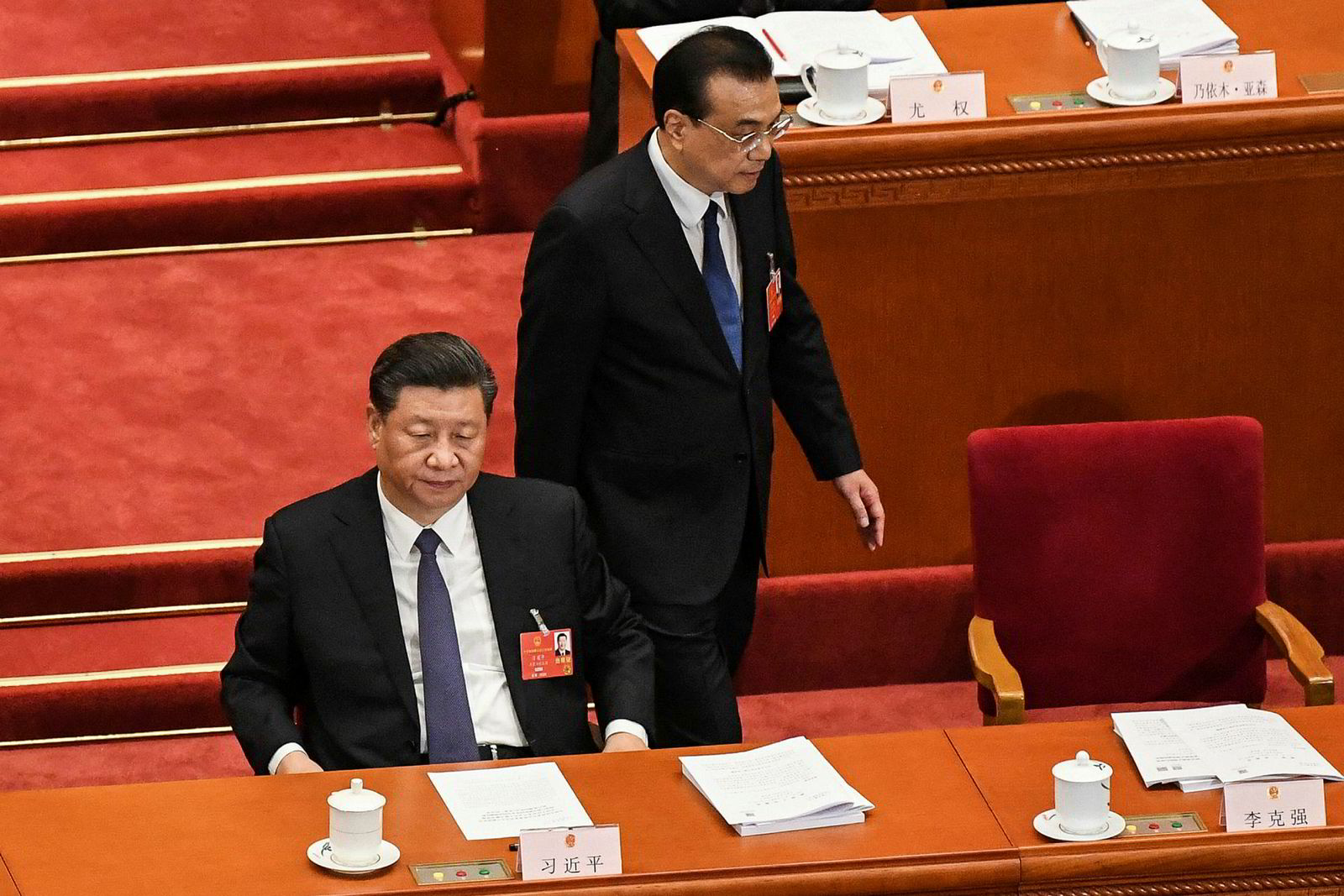 Kinas statsminister Li Keqiang (til høyre) og president Xi Jinping vil for første gang ikke sette et offisielt vekstmål for landets økonomi for 2020. – Dette skyldes at landet vårt står foran en situasjon som gjør det vanskelig å forutsi utviklingen på grunn av koronapandemien, verdensøkonomien og handelssituasjonen, sa Li.