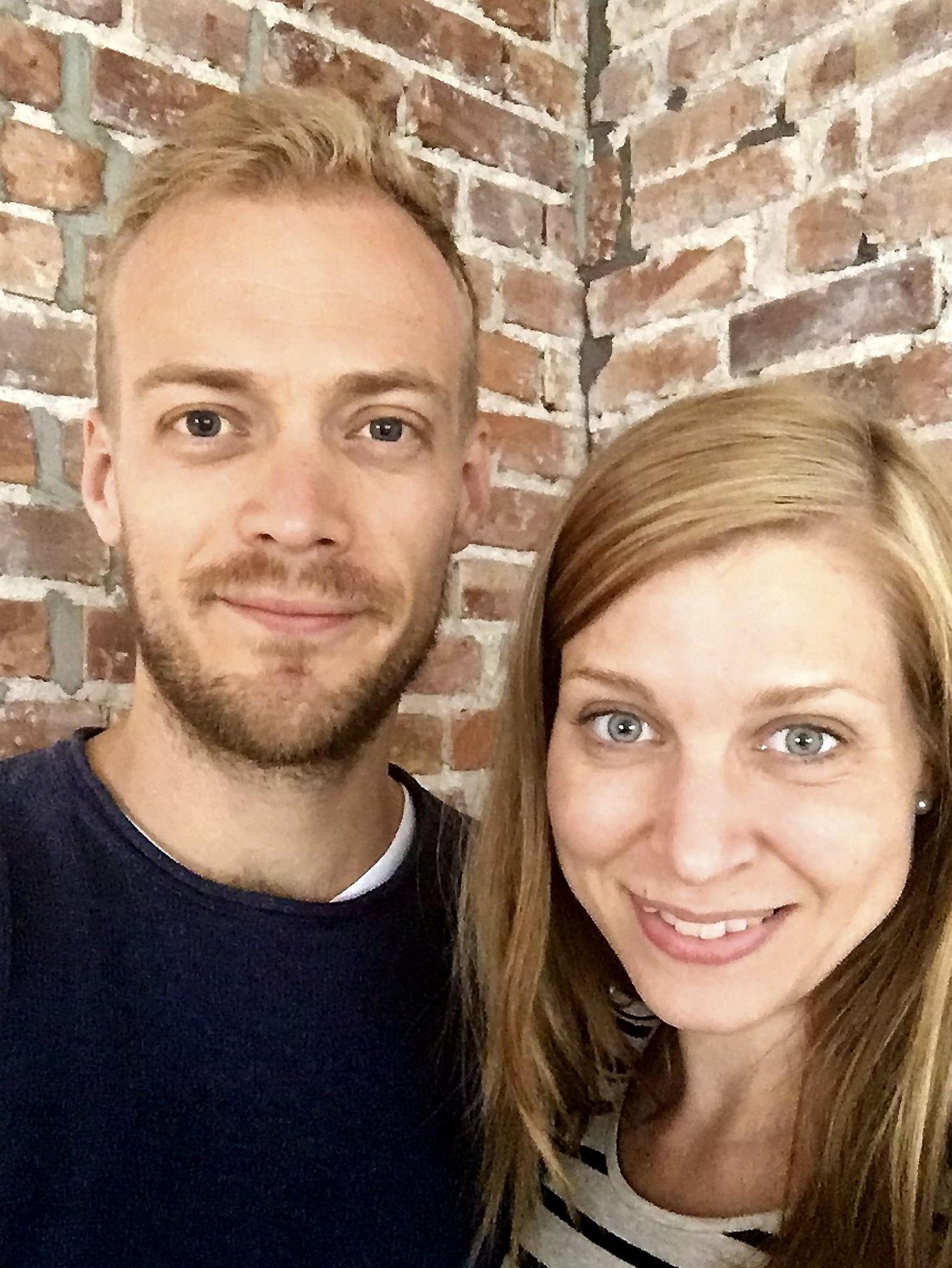 Alf Lund Godbolt (32) og Susann Bugge Kambestad (32) måtte selge leiligheten i 5.etasje uten heis da det viste seg at de venter tvillinger.