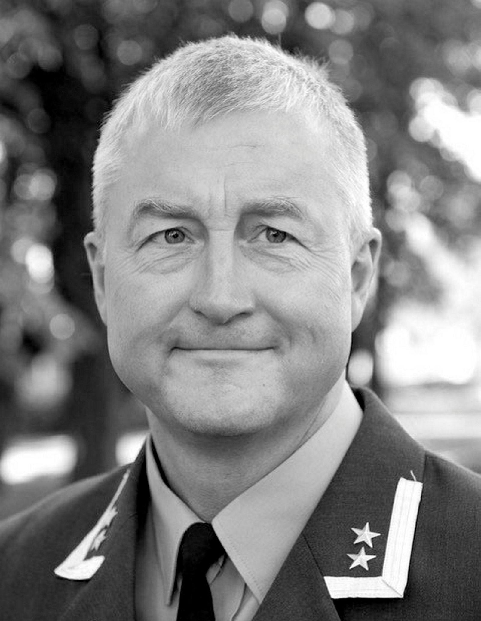 Geir Hågen Karlsen, oberstløytnant, hovedlærer strategisk kommunikasjon, Forsvarets høyskole.
