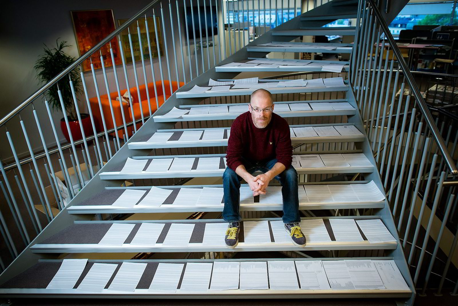 Schibsted har 136.000 opplysninger samlet om DN-journalist Bjørn Eckblad.  Utskriftene dekker mange trappetrinn,