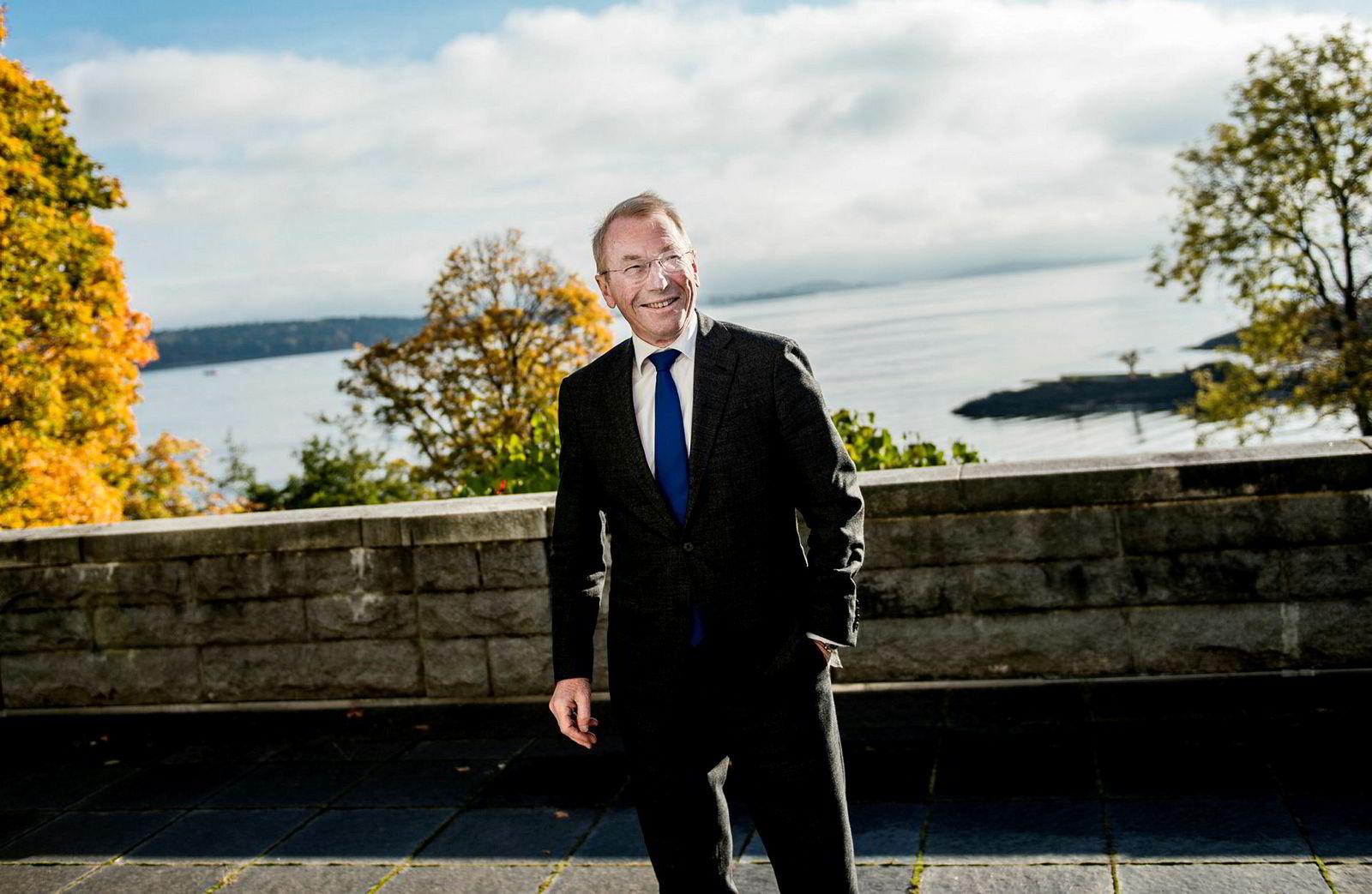 Jens Ulltveit-Moe fotografert ved hovedkontoret som ligger nær vannkanten ved Fornebu.
