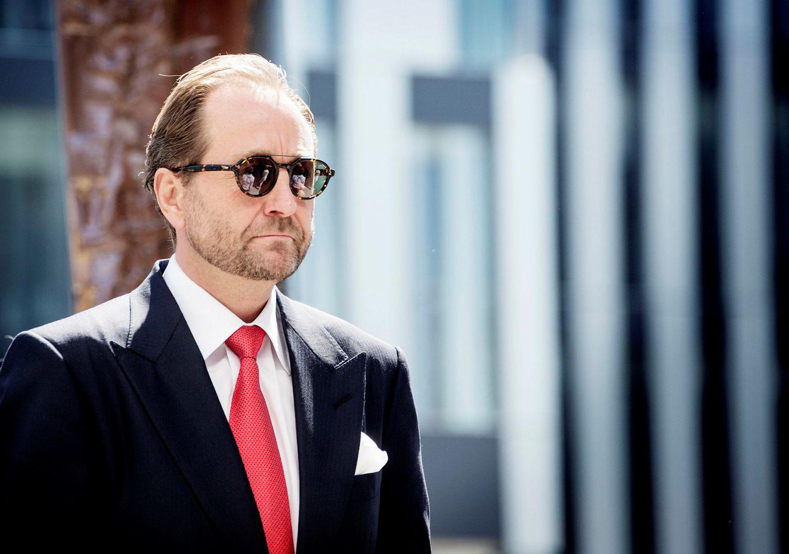 Aker-eier Kjell Inge Røkke oppfordrer politikerne til å ta en titt på overskridelsene i utbyggingsprosjekter som sendes utenlands i sitt siste aksjonærbrev.
