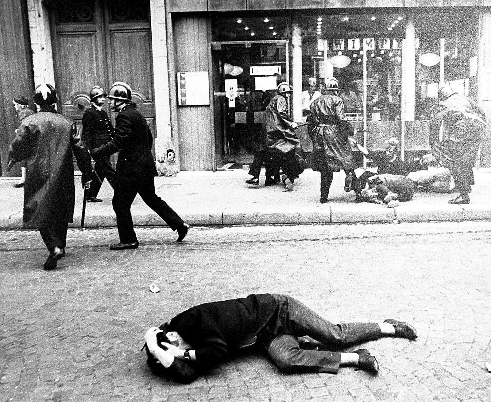 Studentopprøret og de ville streikene som ble satt i gang over hele Frankrike ble møtt med voldelige konfrontasjoner av universitetenes administrasjon og politiet. Etter uker med vold og uro ble det utlyst nyvalg den 23. juni 1968 og demonstrasjonene opphørte like raskt som de hadde oppstått tidlig i mai 1968.