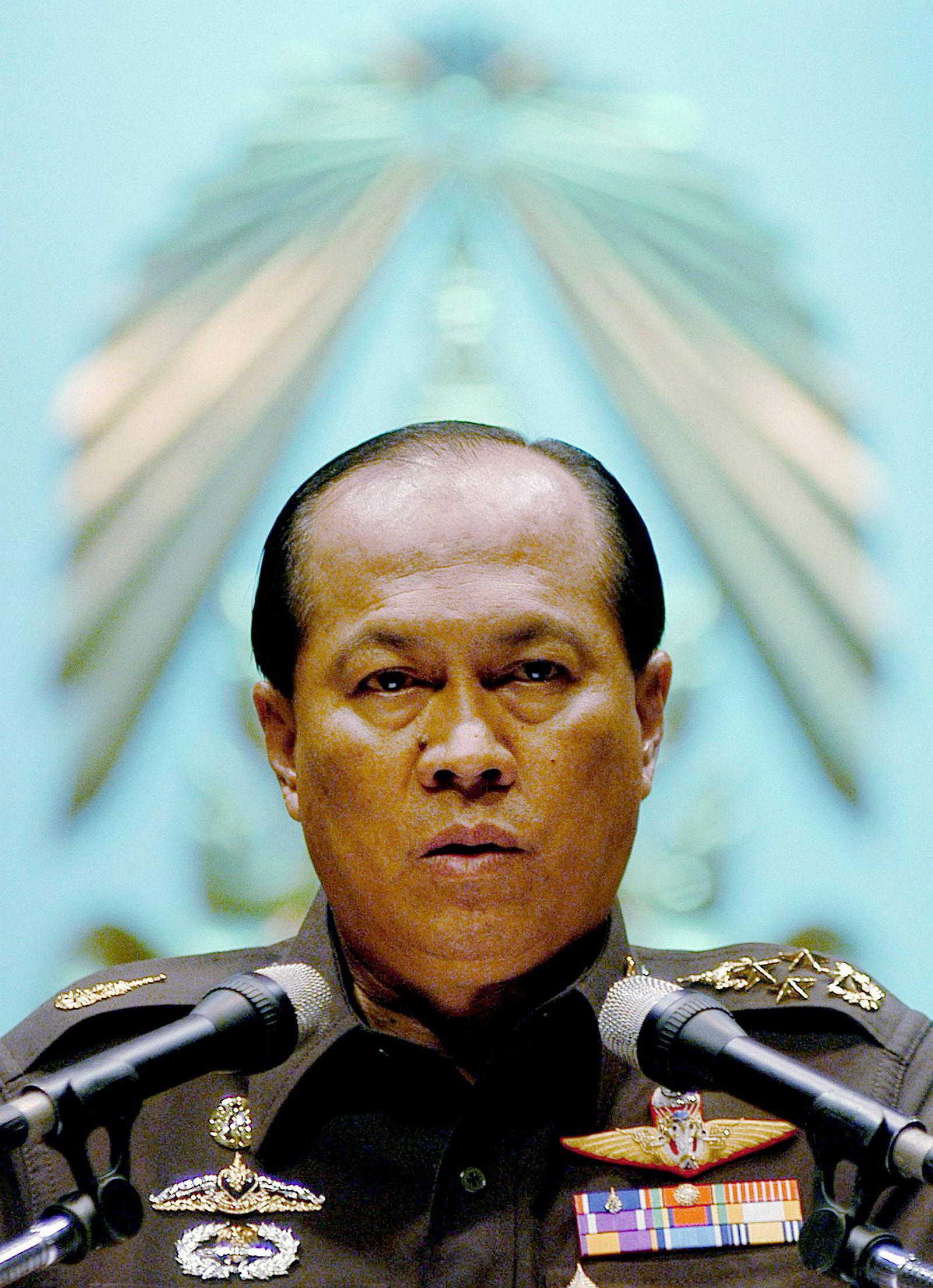 Anupong Paochinda, militærgeneral.