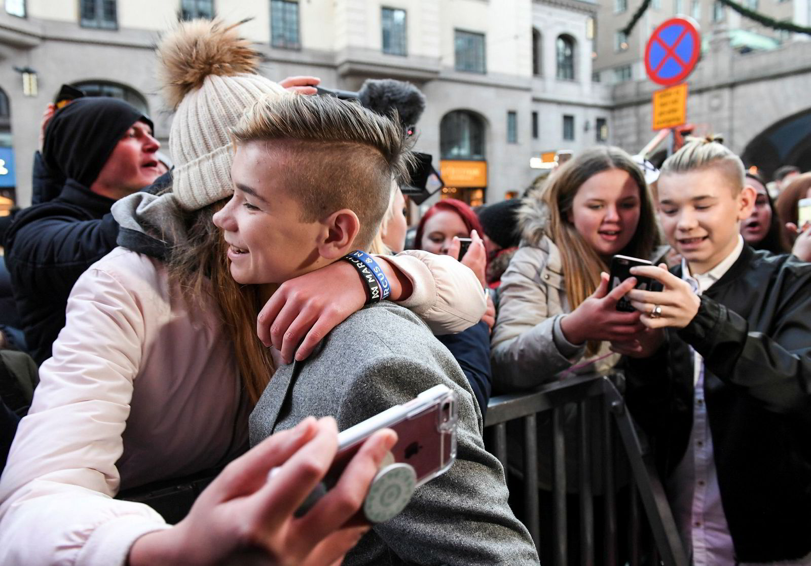 Artisttvillingene Marcus og Martinus Gunnarsen (16) tok seg tid til fansen da de lanserte «Sammen om drømmen» i Stockholm i januar i fjor.