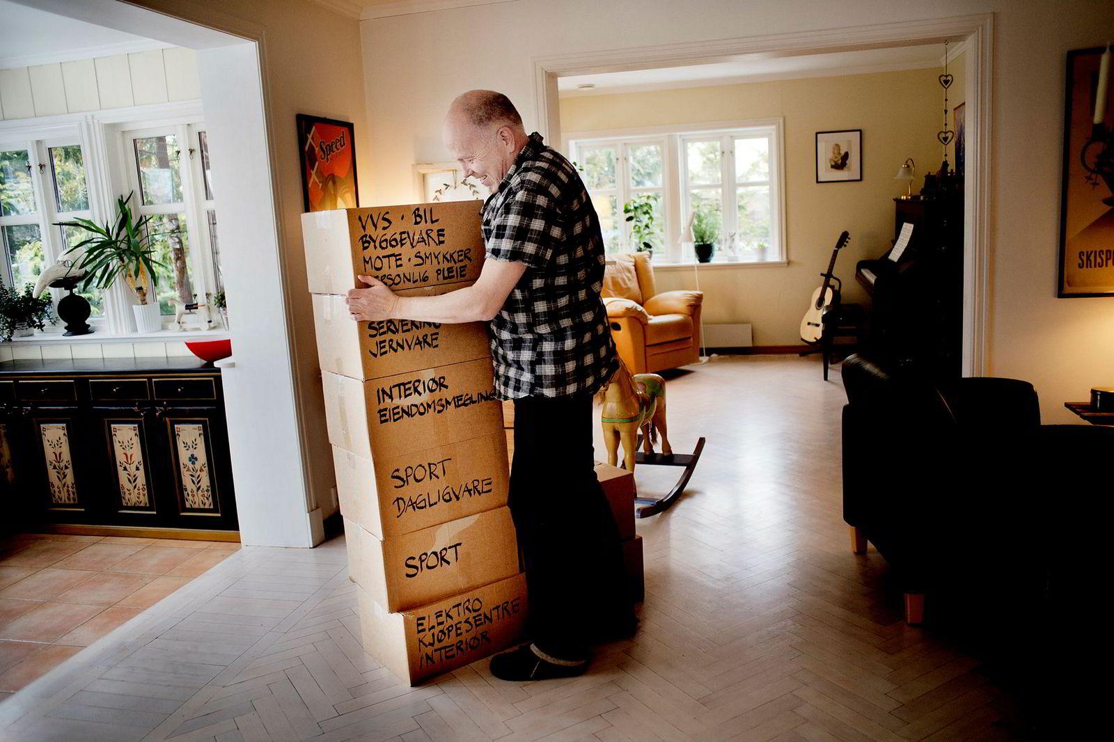 I toppåret 2012 fikk reklamemannen og forfatteren over åtte kasser med reklame gjennom året. Til sammen veide dette 126,73 kg.