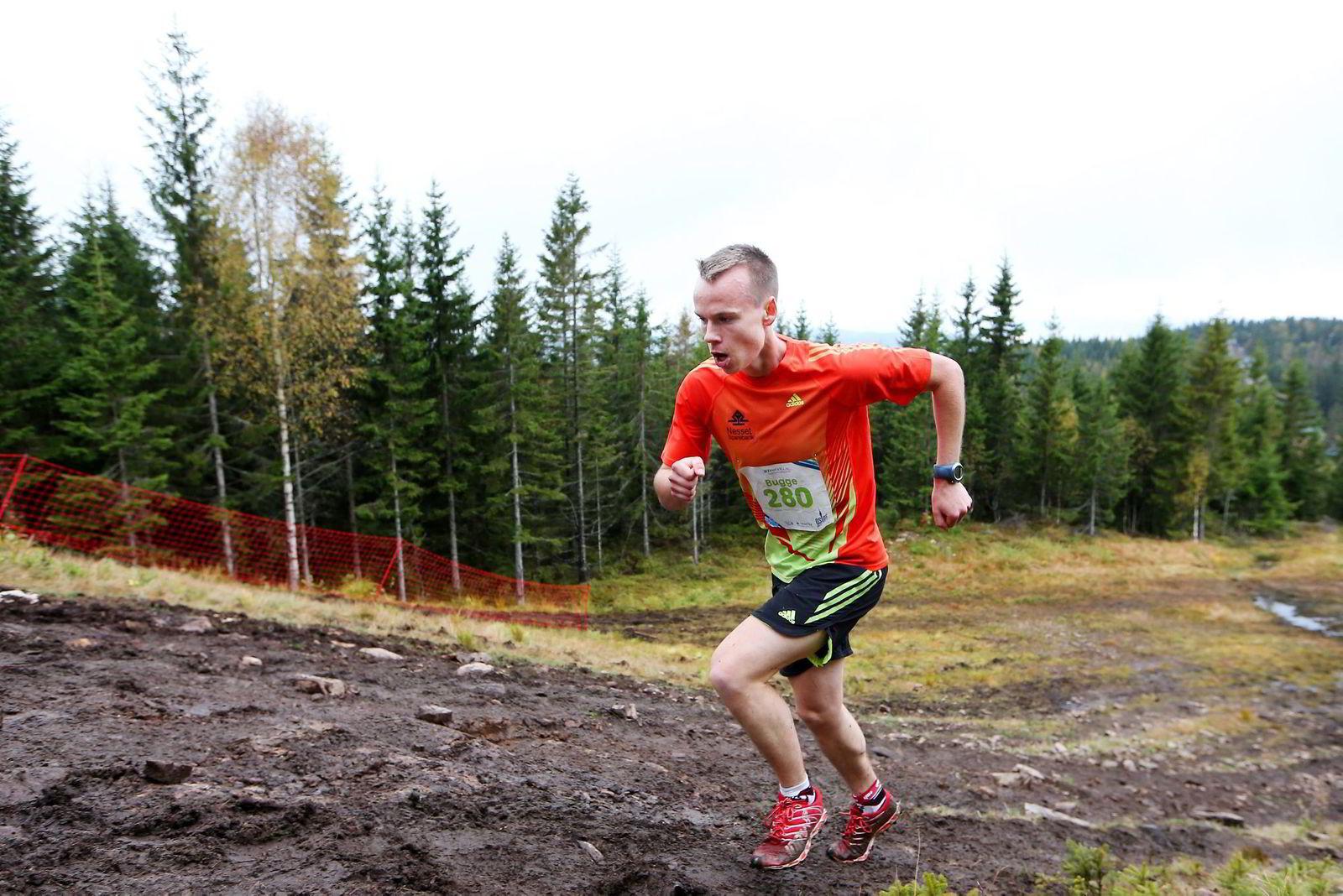 ARMER OG BEIN. – Bruk armene aktivt når du løper i motbakke, råder Johan Bugge, en av Norges beste motbakkeløpere. Her er han underveis i Oslos Bratteste. Foto: