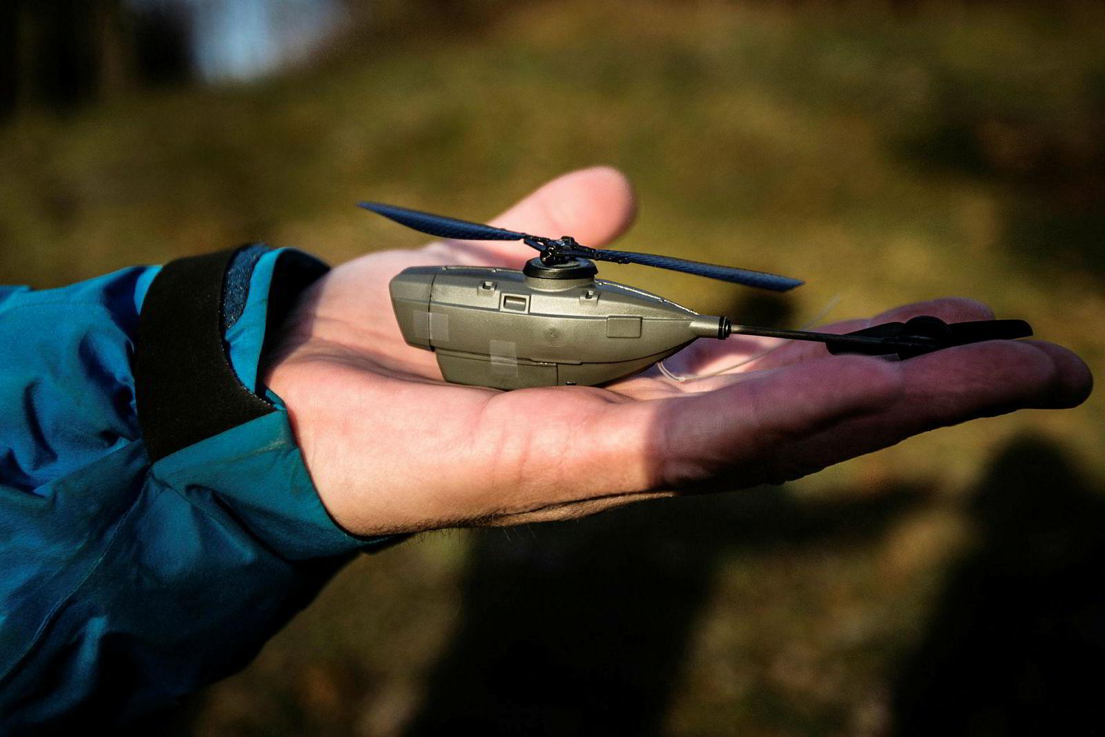 Black Hornet-helikoptrene veier bare 18 gram, og kommer i nattversjon og dagversjon.