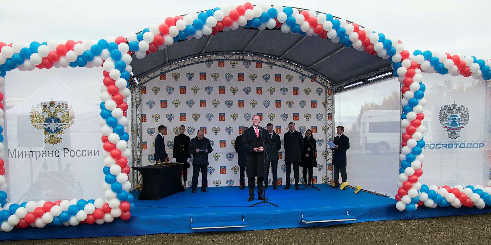 Samferdselsminister Ketil Solvik-Olsen åpnet en oppgradert E105 mellom Kirkenes og Murmansk i september i fjor.