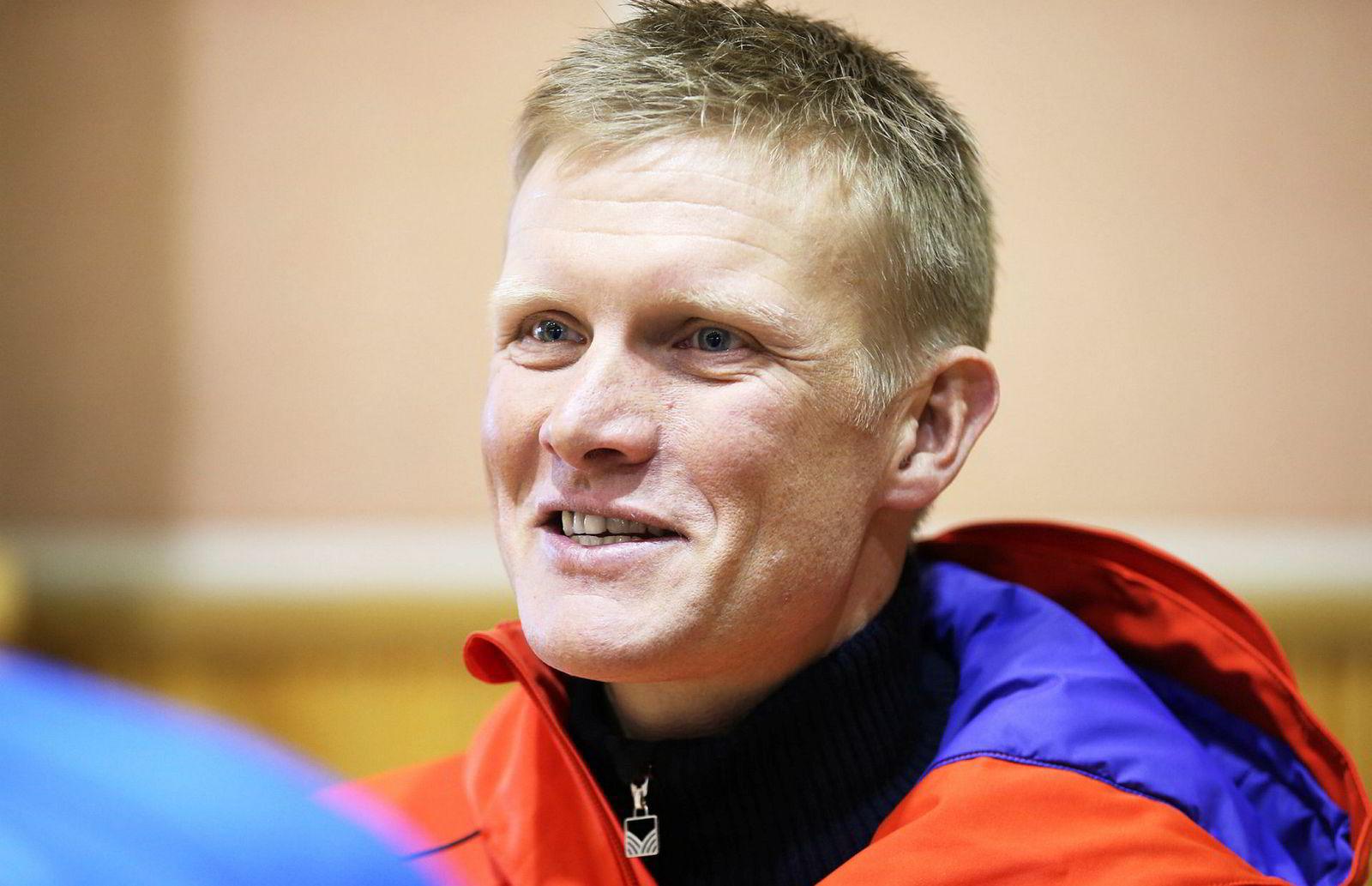 Tor Arne Hetland, selv tidligere toppløper og tidligere landslagstrener for herrelandslaget, har fått oppdraget med å utvikle de kinesiske utøverne.