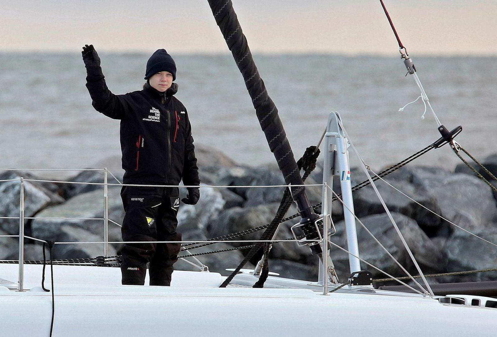 Greta Thunberg har satt klimaet på dagsordenen, der har hun gjort en bra jobb, sier nye Norwegian-sjefen Jakob Schram. Her er Thunberg på katamaranen «La Vagabonde» idet hun ga seg ut på seilasen tilbake til Europa i forrige uke.