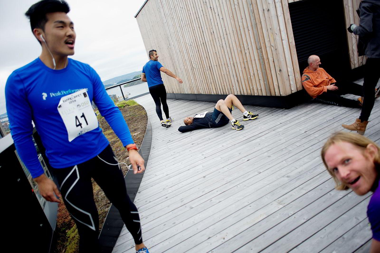 GOD TID: Morten Ahlbom ( i blått) kom inn på tiden 01:07 i Barcode Challenge. FOTO: Mikaela Berg