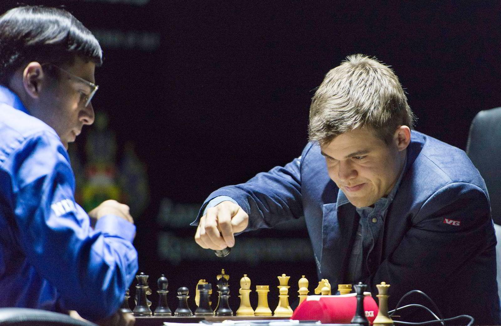 26.000 så innspurten i Magnus Carlsen og Viswanathan «Vishy» Anands første parti på VGTV.