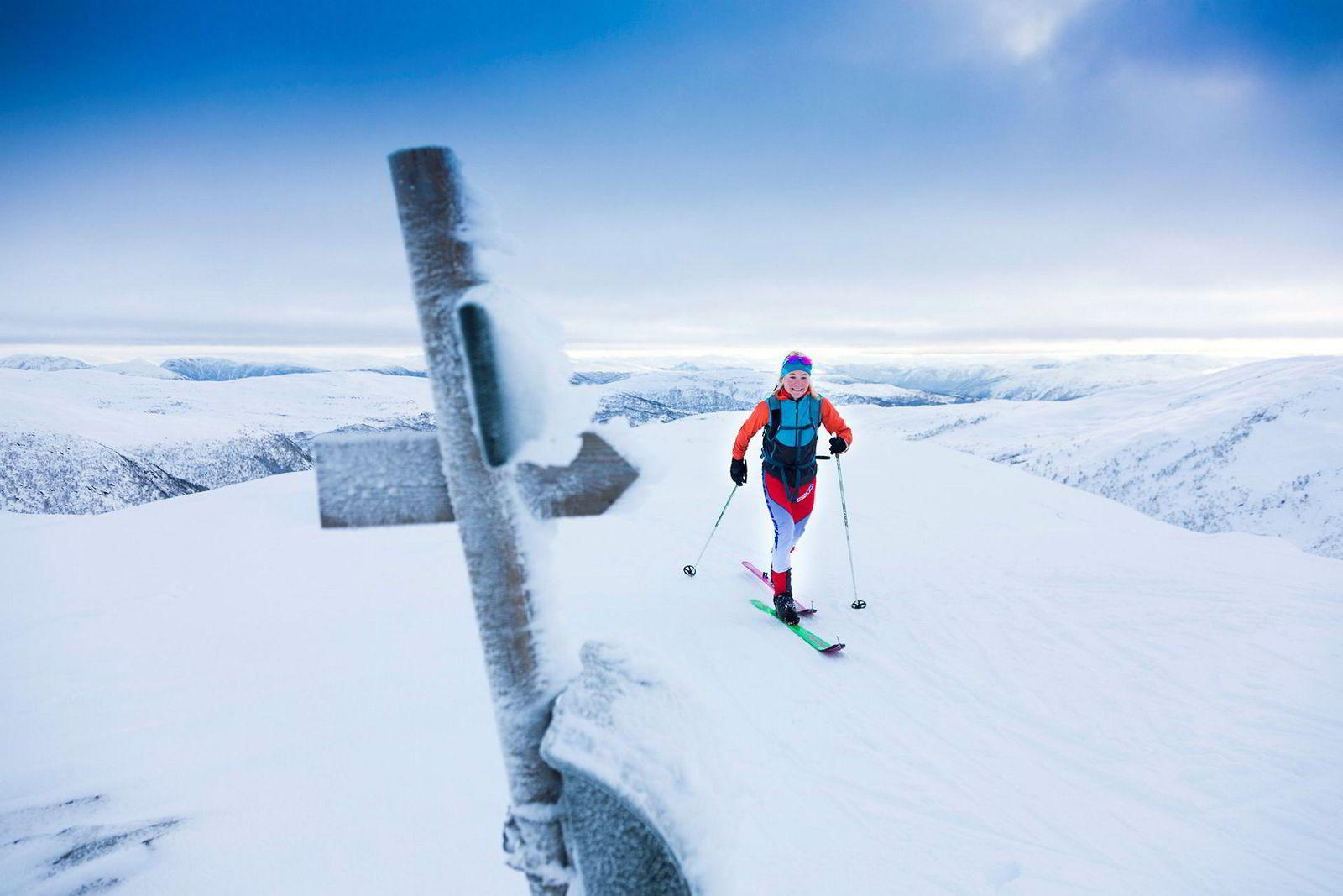 Skiltet og postkassen markerer toppen av Togga. Haukøy bruker ofte det populære toppturfjellet under øktene sine. Treningen forbereder henne på alt fra sprinter på fire minutter, rene motbakkerenn, normale konkurranser på halvannen til to timer og lange lagkonkurranser gjennom Alpene.