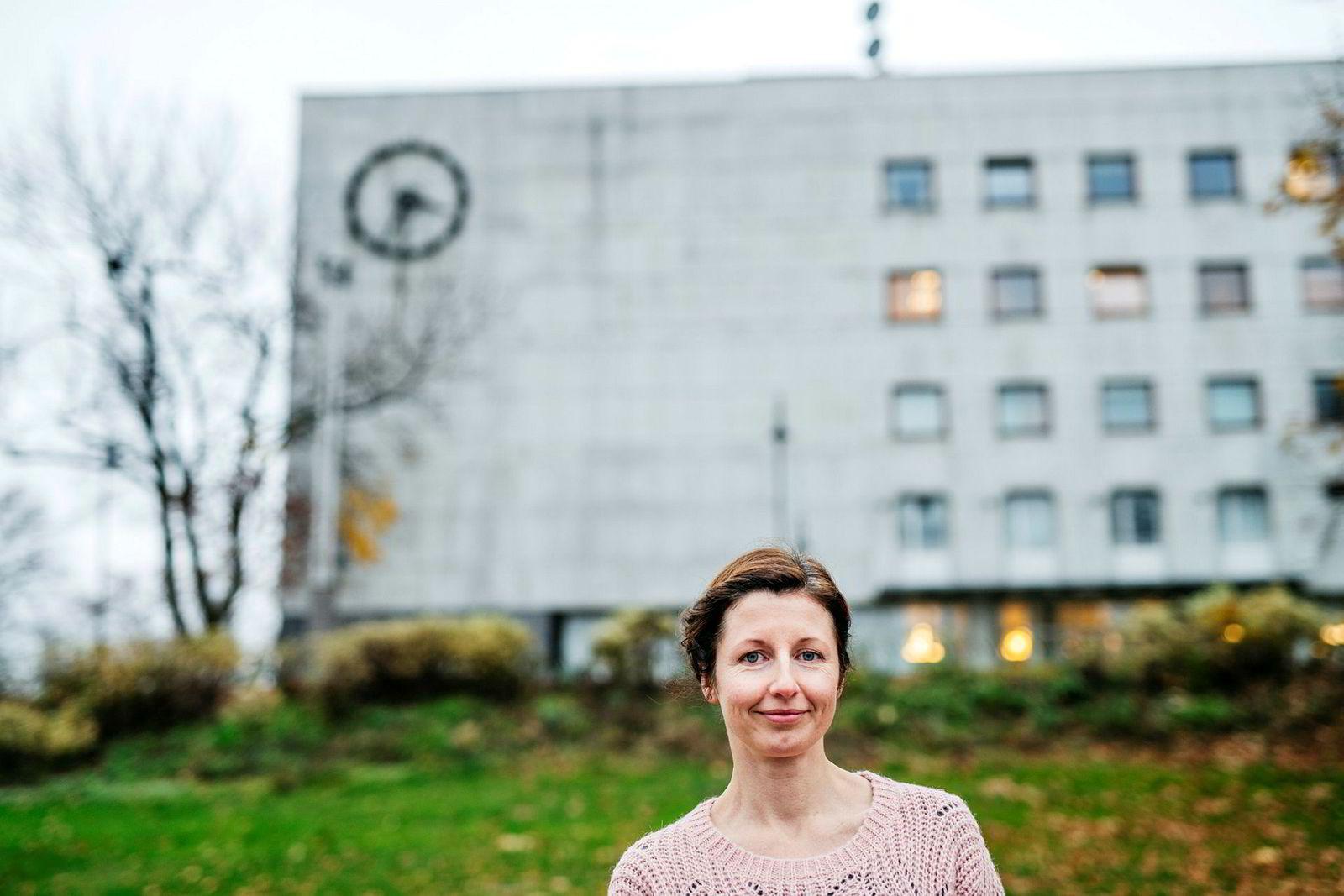 Radioprogrammene «Språkteigen», «Abels tårn» og «Utakt» har fått egne Facebook-grupper hos NRK. Her Laurie MacGregor i NRK.