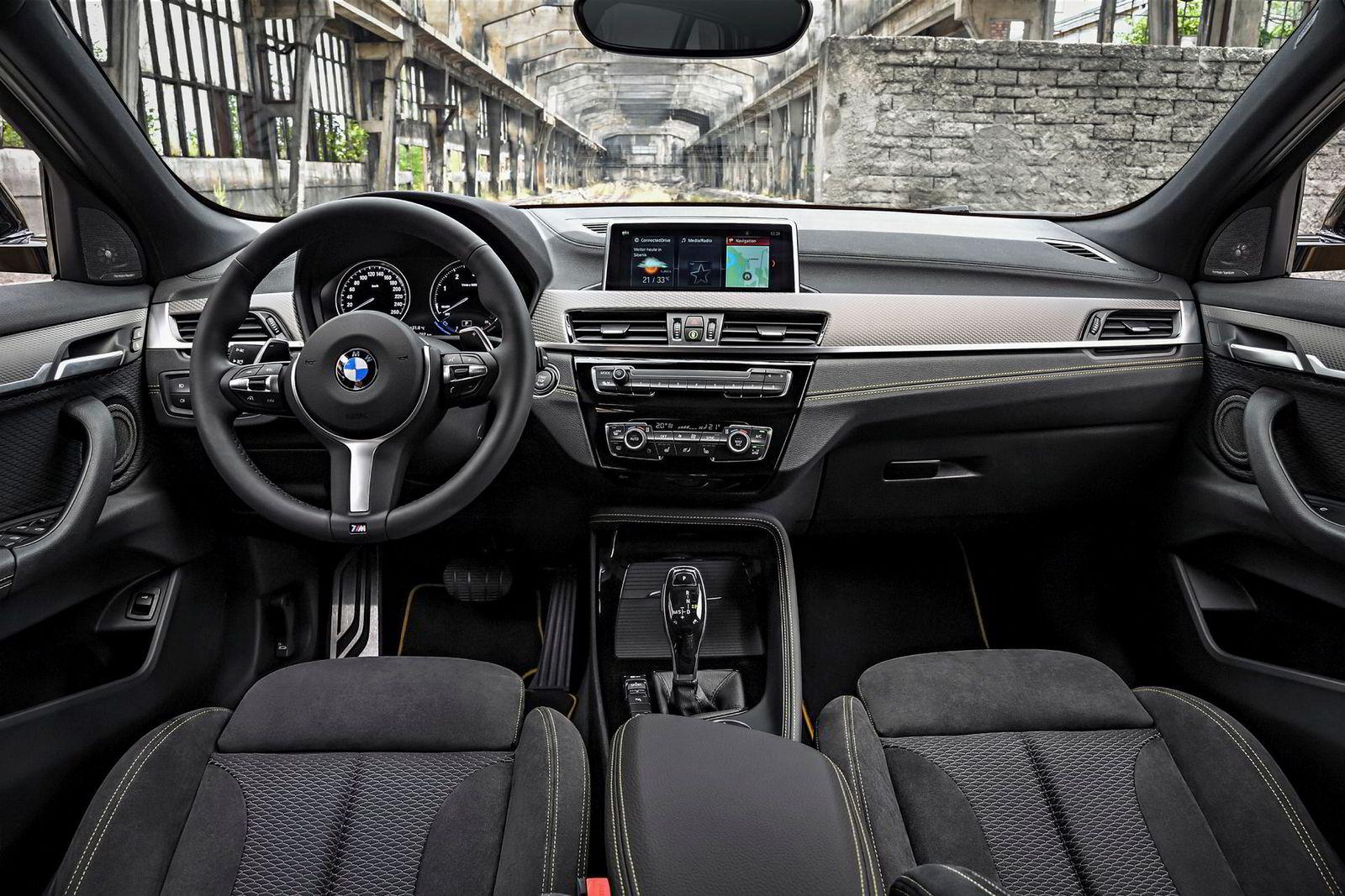 X2 byr på klassisk BMW-interiør.