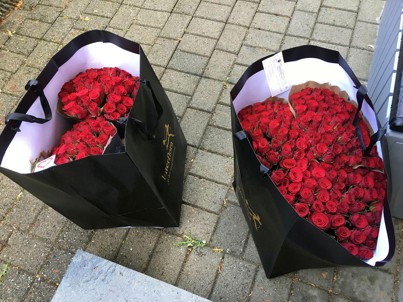 Et bud kom med 300 røde roser og hjertekonfekt fra en anonym avsender til journalisten i Dagens Medisin.