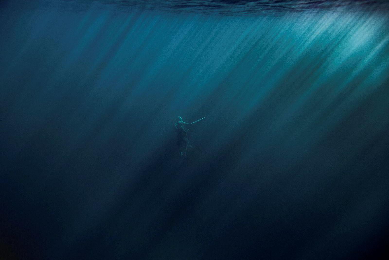 Svein Hyttebakk og Ørjan Dyrnes er på vei opp mot overflaten etter å ha dykket på et vrak utenfor Ålesund.