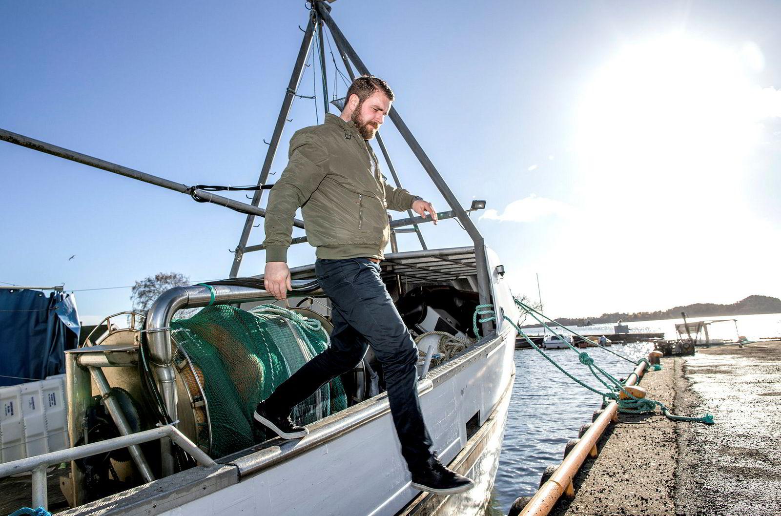 Når det blir for mye papirflytting på kontoret, tar Carl Aamodt til havs i den lille reketråleren Grepan jr.
