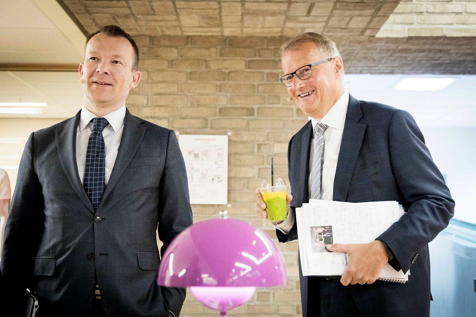 DNBs konserndirektør for kommunikasjon, Thomas Midteide (t.v). her med DNB-sjef Rune Bjerke.