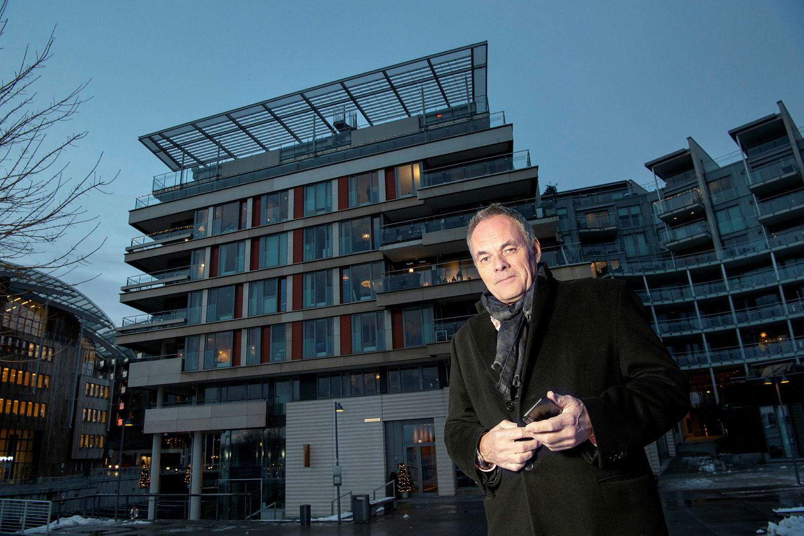 Nils Nordvik selger Tjuvholmen-leiligheten til Einar Aas.