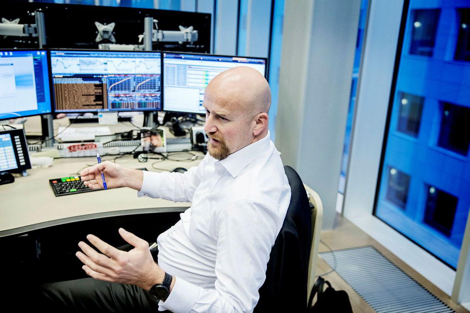 Oljeanalytiker Torbjørn Kjus tror oljeprisen faller til 60 dollar fatet.