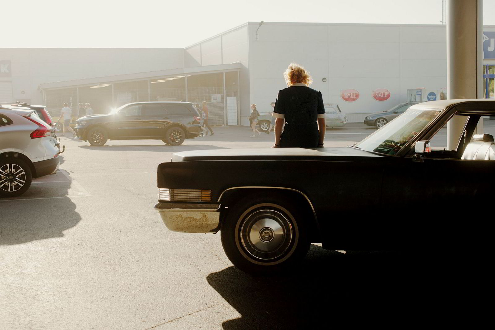 Ebba Lindberg og en Cadillac på Circle K.