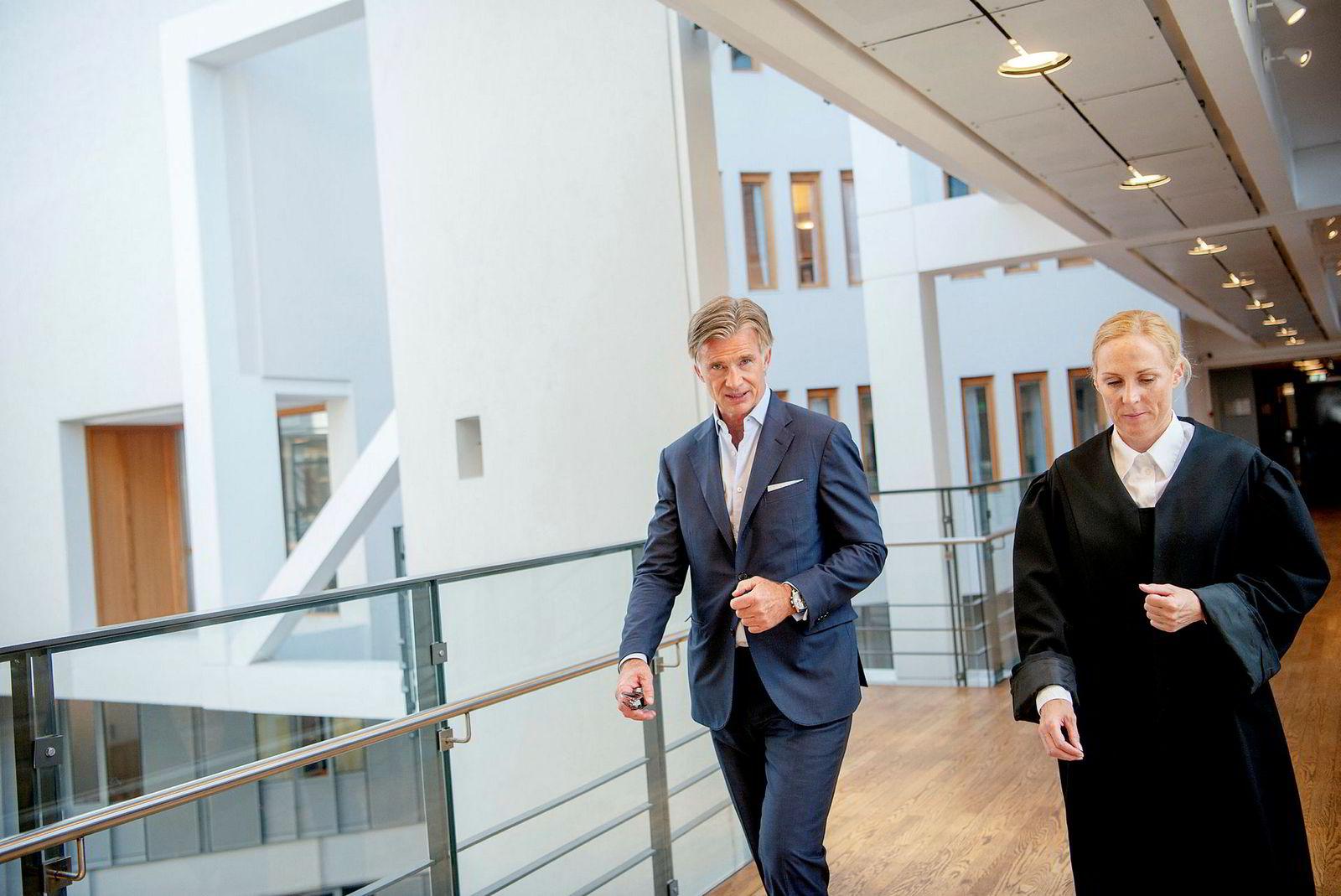 Einar J. Greve sier at krangelen dreide seg om en investors dårlige forhold til Eidem. Her sammen med politiadvokat Renate Myhre Medby i Oslo tingrett.