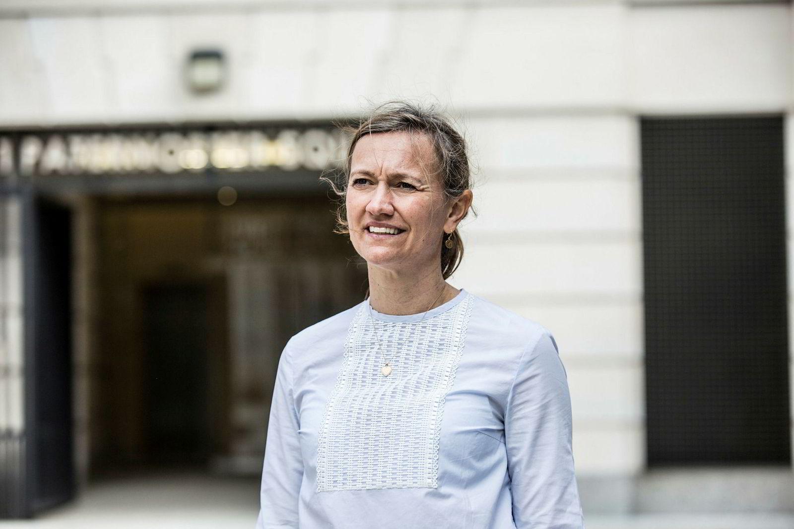 Styreleder i Aftenposten, Siv Juvik Tveitnes, håper å finne en etterfølger til Espen Egil Hansen så rask som mulig.