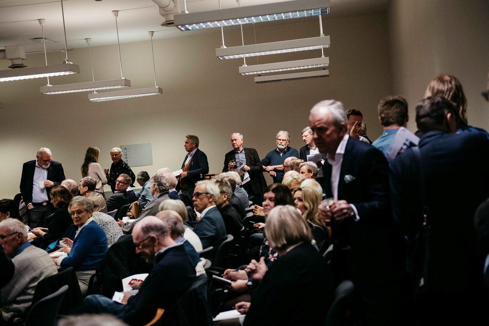 Det var så fullt på generalforsamlingen i Mentor Medier at de siste aksjonærene ikke slapp inn i salen.