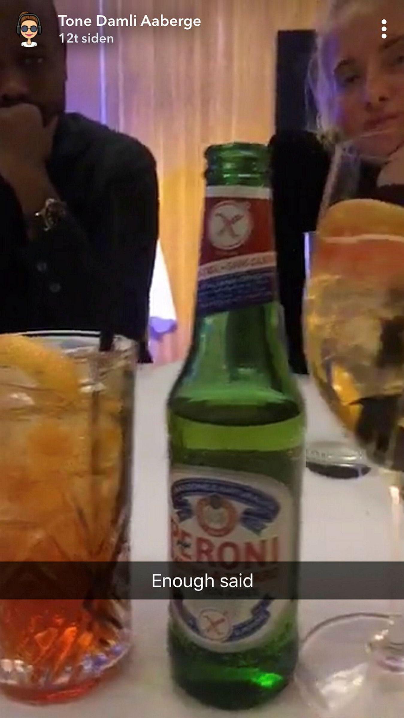 Peroniflaskene var godt synlige på både Instagram og Snapchat under middagsfesten på Operaen.