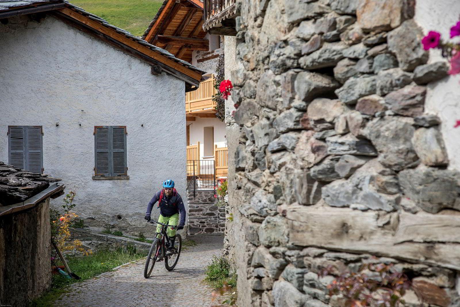 På vei nedover de italienske stiene må Bjørn Jarle Kvande tråkke seg gjennom gamle italienske landsbyer.