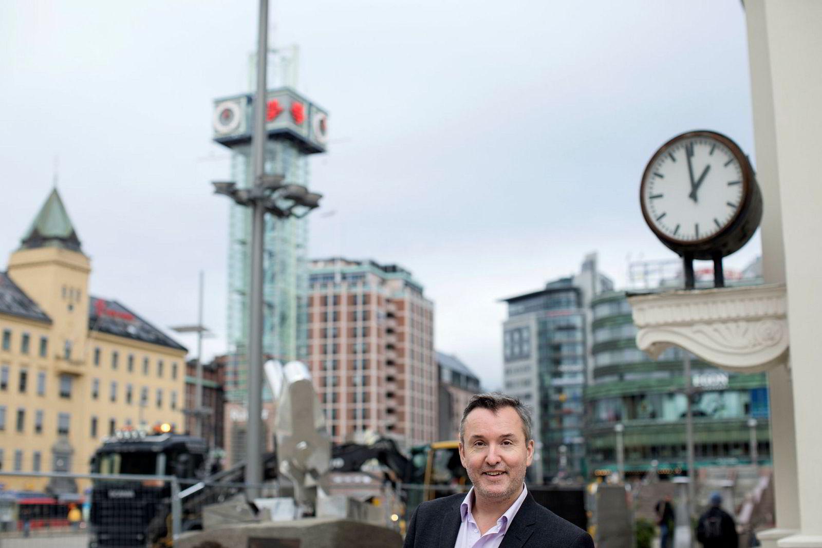 Hotellrådgiver Peter Wiederstrøm mener rekordtallene for hotellene i Tromsø i februar er «helt ville».