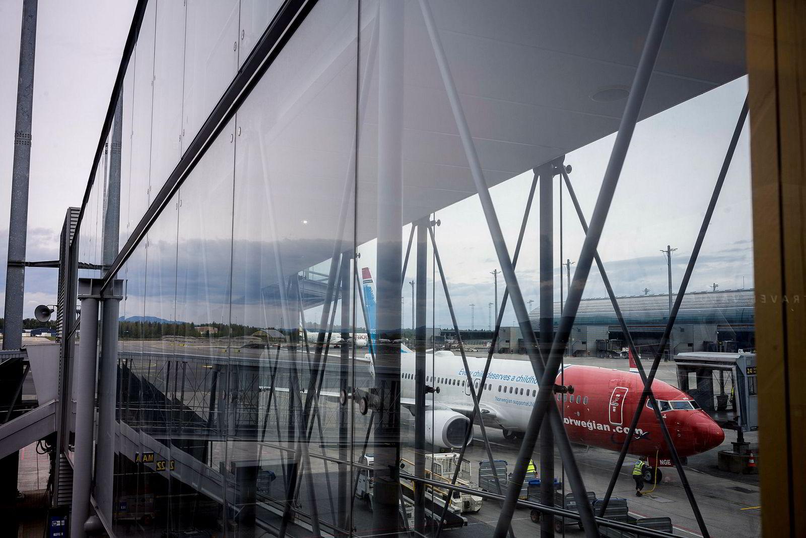 På Oslo lufthavn fortsetter trafikkveksten inn i 2019. Norwegian peker på nyere fly, men har klart størst trafikkvekst – og dermed vekst i samlede utslipp – siste ti år.