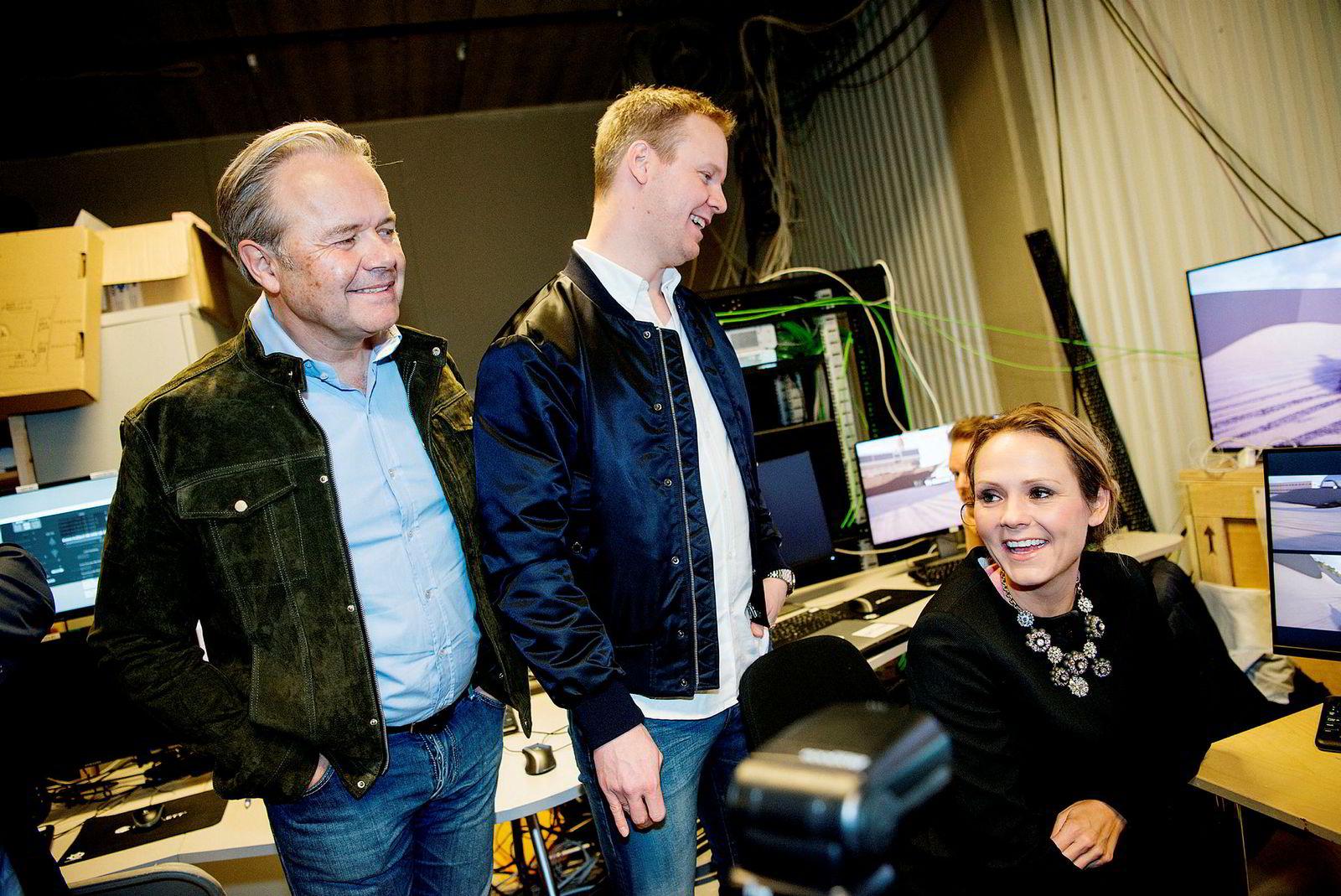 Gründerne Jens Petter Høili og Bård Anders Kasin med tidligere kulturminister Linda Hofstad Helleland under en presentasjon av «Lost in Time» i 2016.