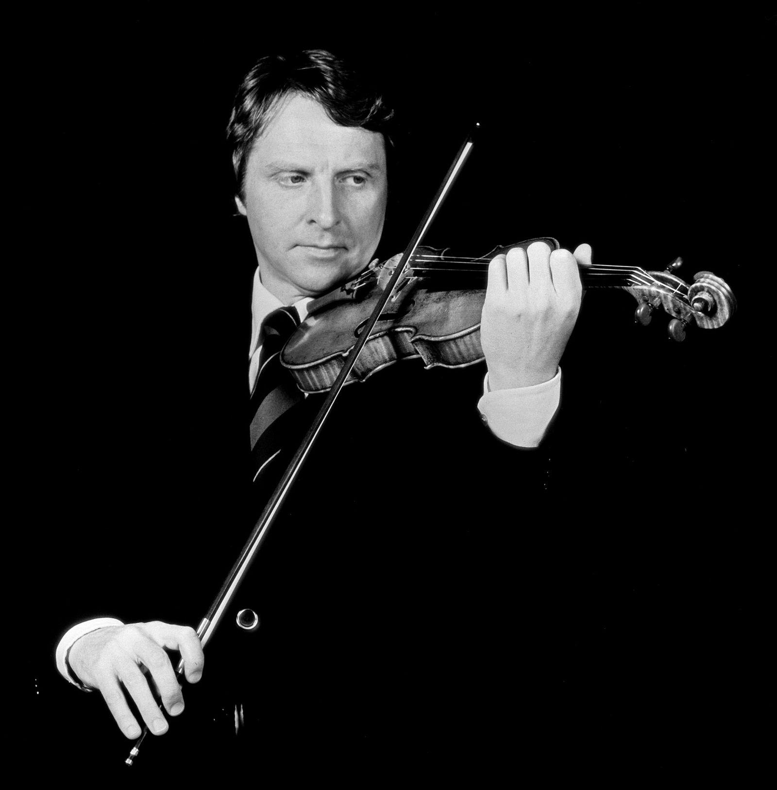 Arve Tellefsen med Guarneri-fiolinen, avbildet i 1977.