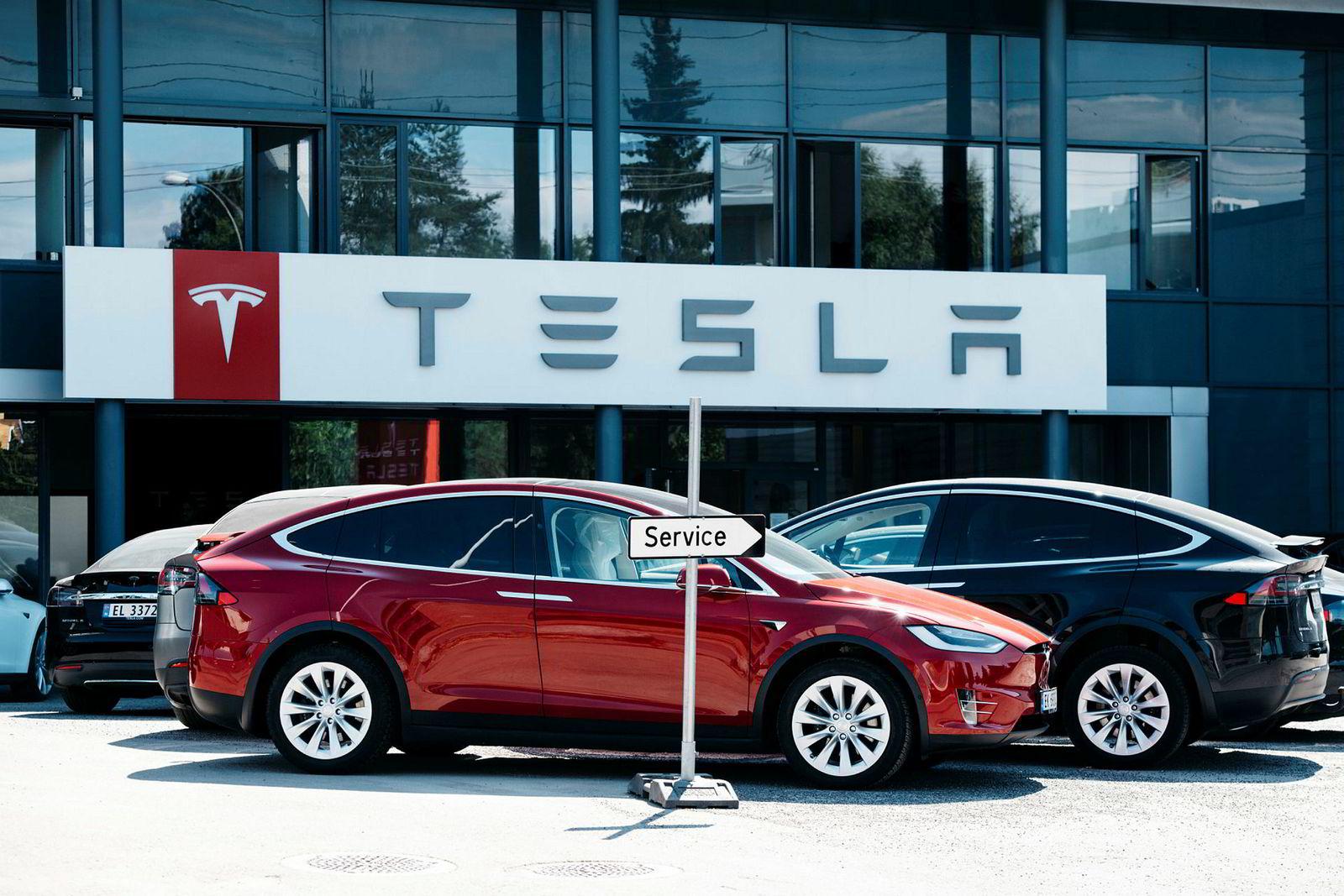 Tesla har slitt på børs i det siste og må kutte kostnader. Norge er et av de største markedene for den amerikanske bilprodusenten.