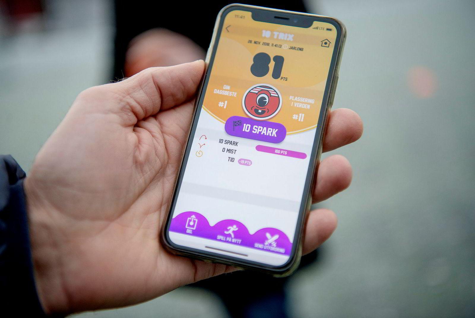 Playfinity har laget en smartball koblet til sensorer og mobilen som gjør triksing til et spill.
