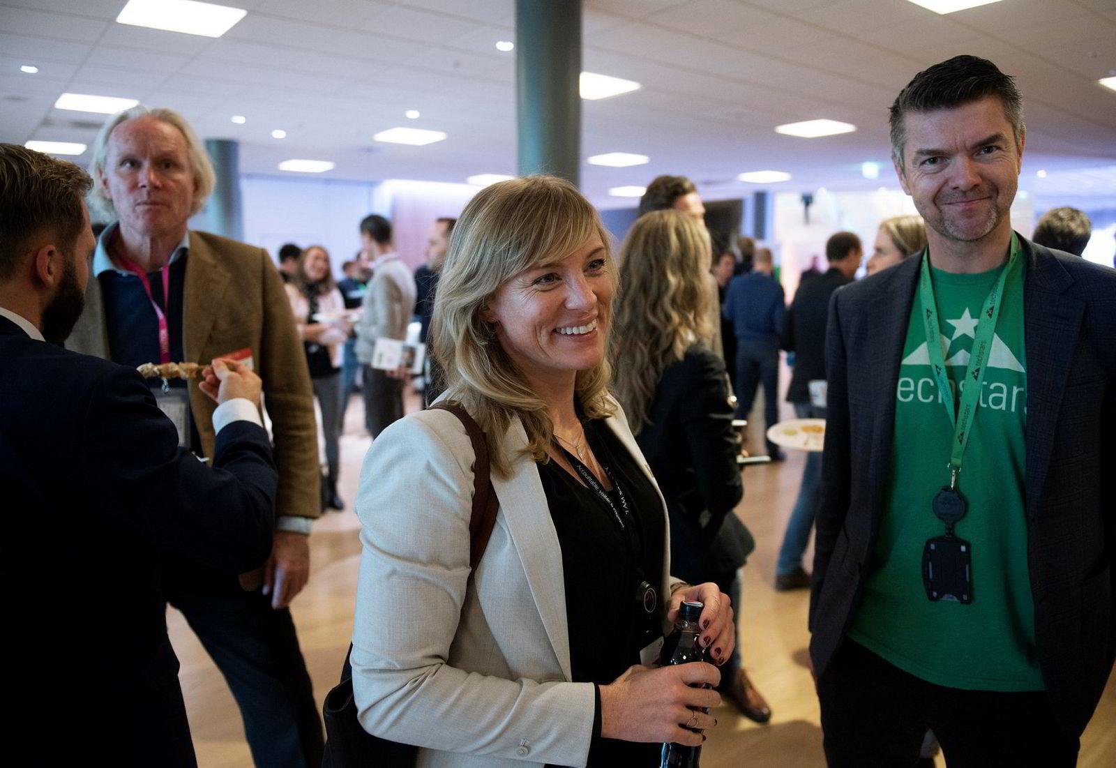 Kristin Aamodt, administrerende direktør i Equinor Technology Ventures har ikke investert i noen av selskapene i programmet foreløpig. Audun Abelsnes, er administrerende direktør i Techstars Energy, som lager programmene. De får seks prosent av hvert selskap som betaling.