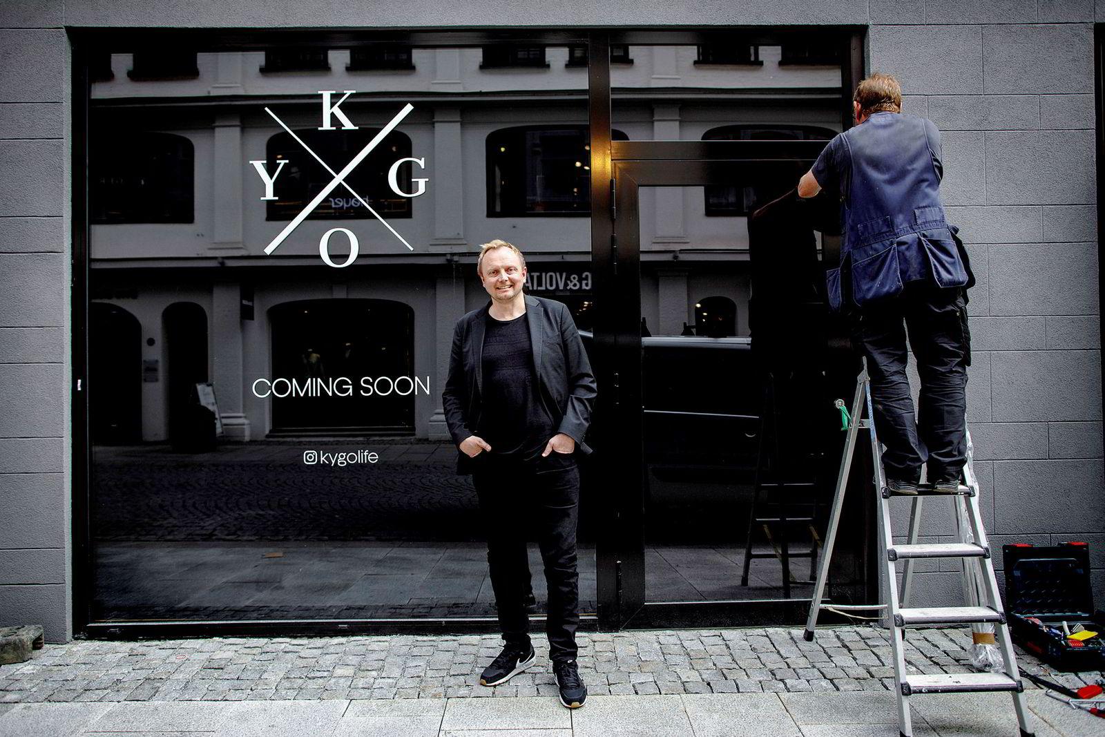 Daglig leder Jon Inge Gullikstad utenfor Kygo Lifes første butikk i Øvre Slottsgate 20 i Oslo.