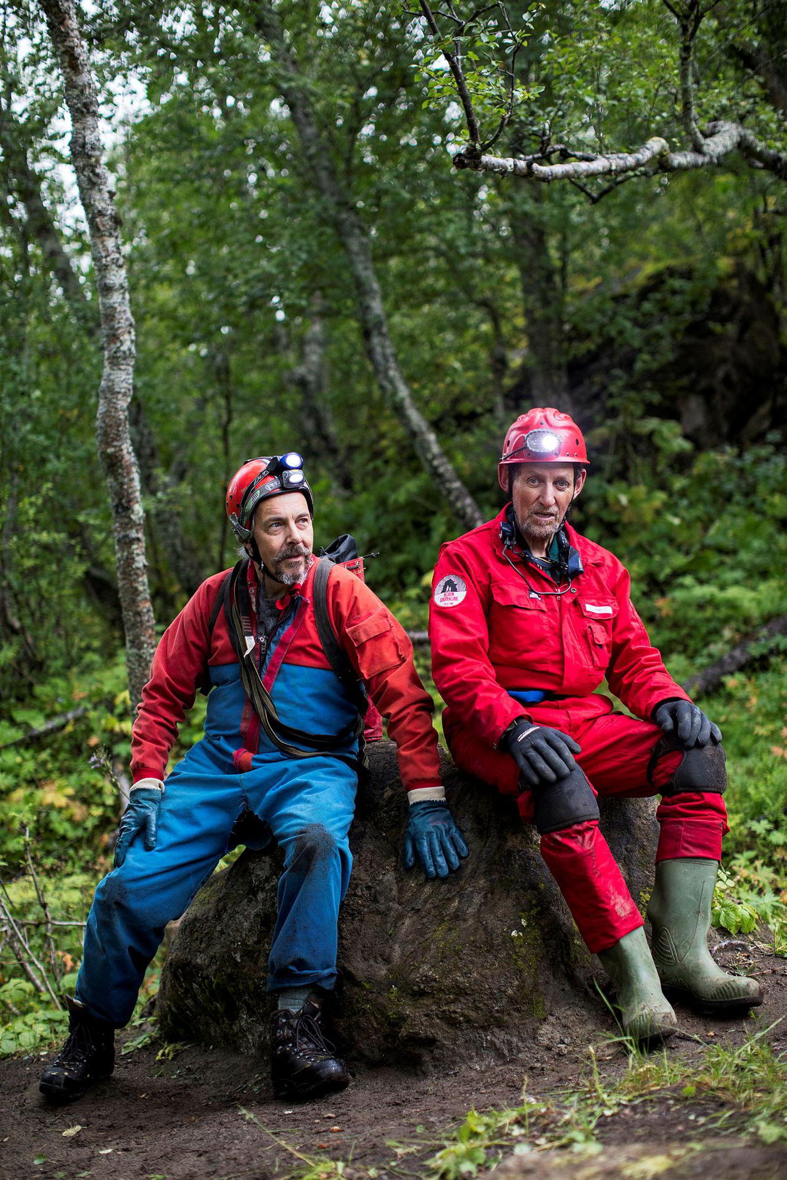 I 50 år har Ulv Holbye (til venstre) og David St. Pierre sammen utforsket grotteganger i Nordland. Selv om St. Pierre fyller 80 år i november neste år, håper de å kunne krype sammen i grotter i mange år til.