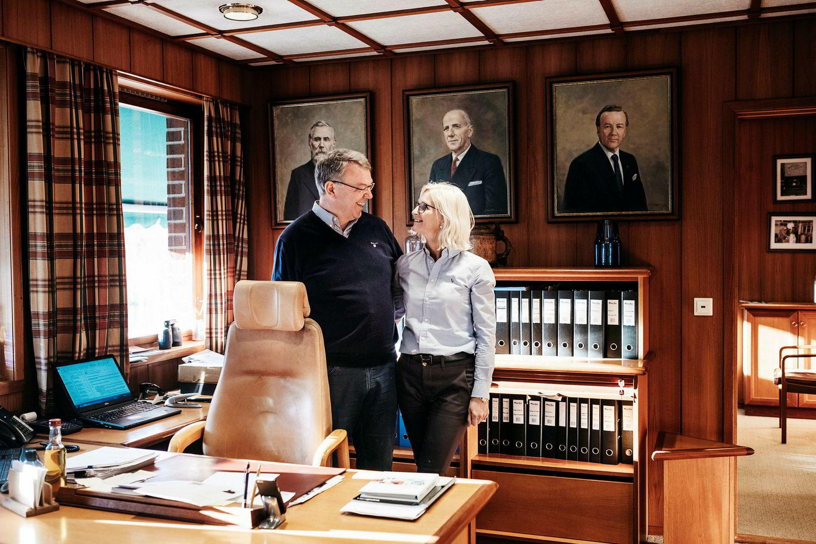 Det oser tradisjoner hos Berentsens Brygghus i Egersund. Ekteparet Lovise Berentsen og Harald Berentsen deler kontor.