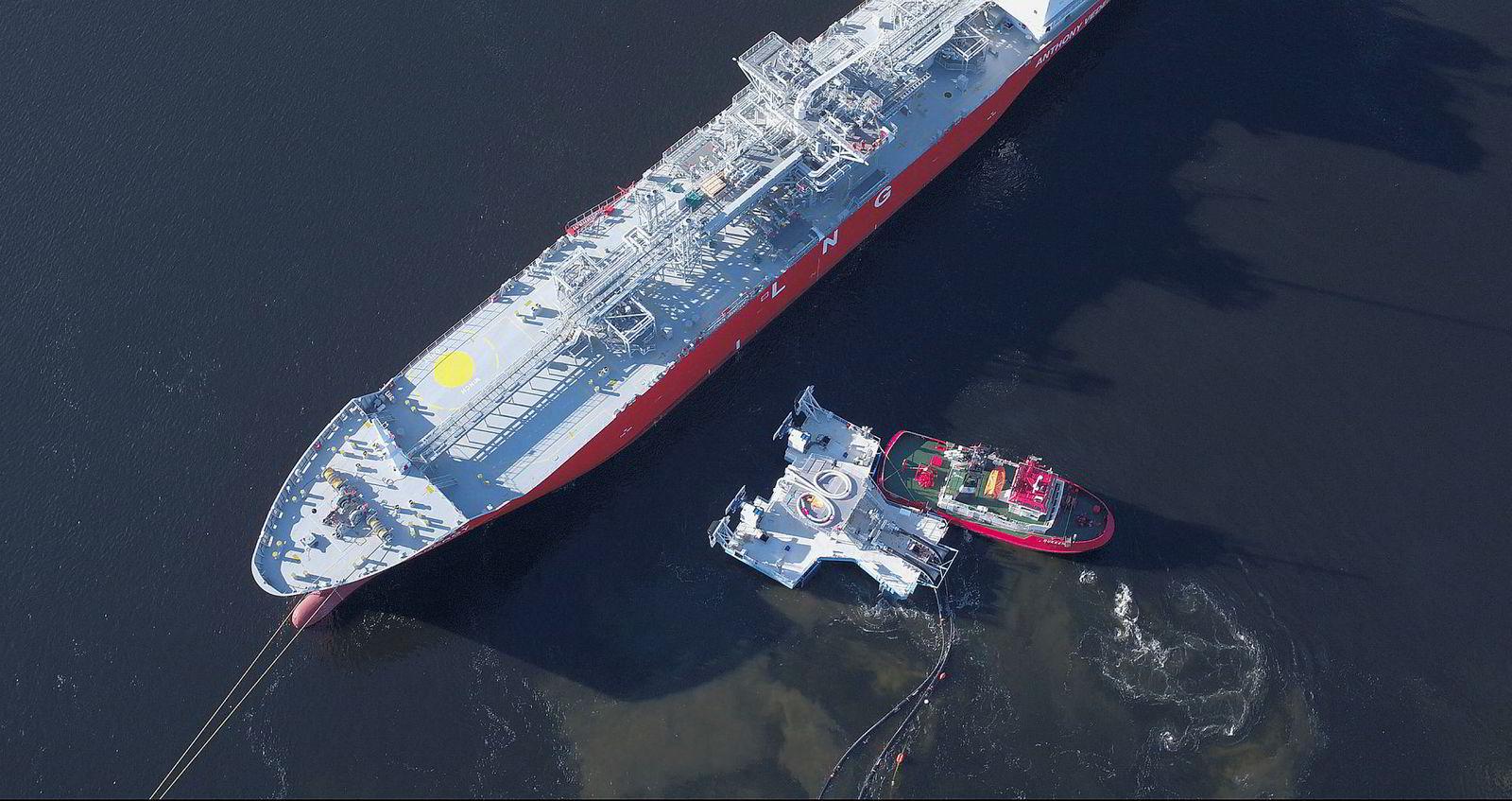Gassdrevne skip er misjonen til Connect LNG som har laget flytende kaifunksjoner for flytende gass.