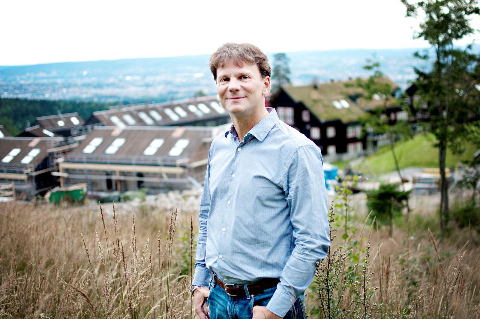 Solon-gründer Simen Thorsen. Her foran selskapets prosjekt i Voksenkollveien i Holmenkollen, Oslo, tilbake i 2012.