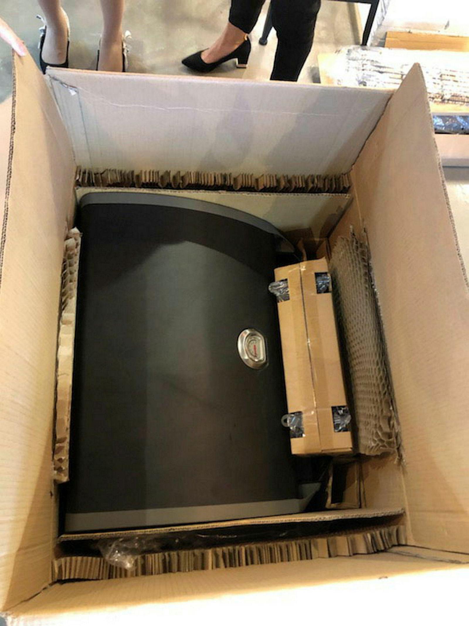 Slik vil grillene produsert i Kina i fremtiden bli sendt til Jernia-kjeden – med papp som erstatning for isopor.