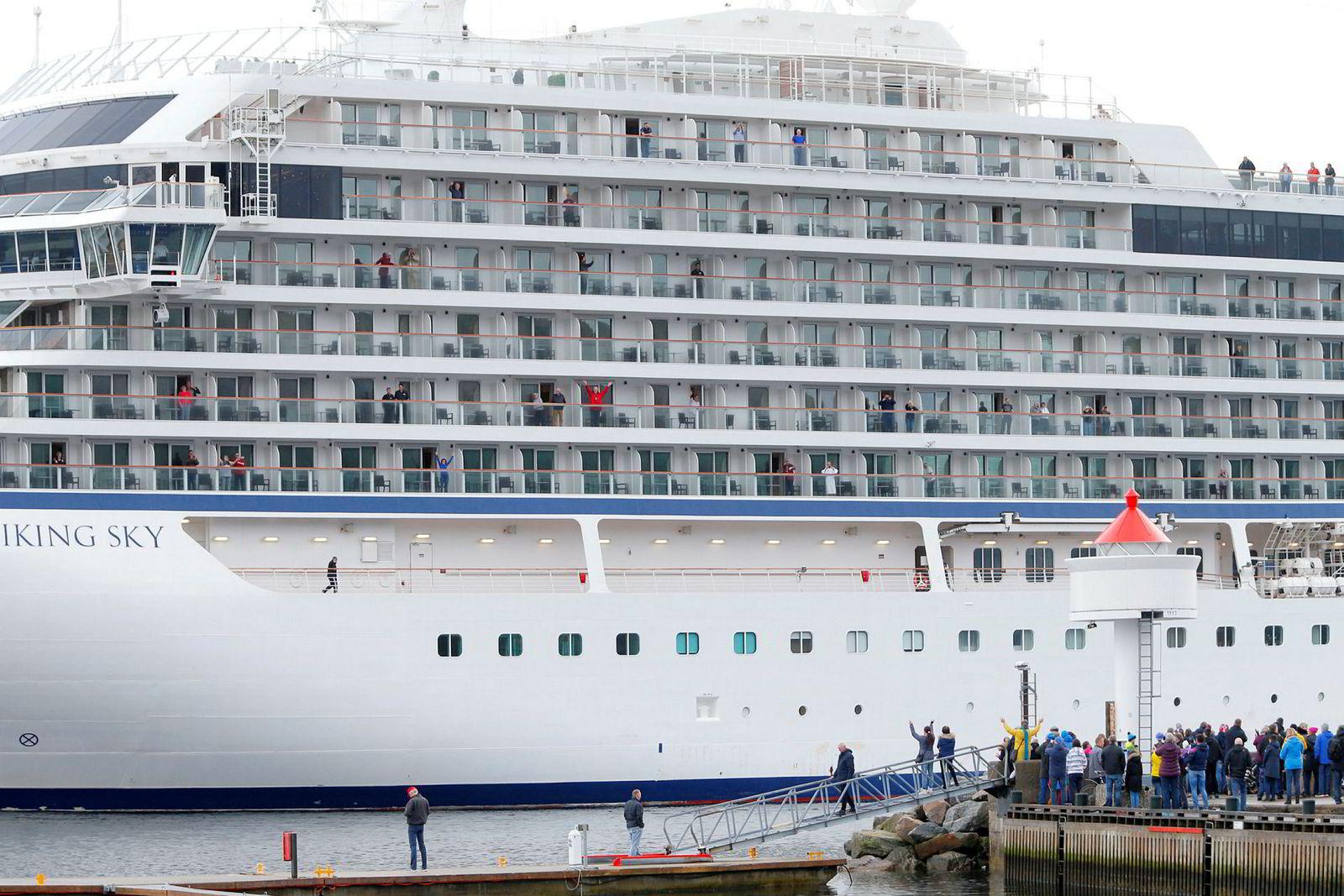 Cruiseskipet «Viking Sky» ankom Molde etter problemene som oppsto over Hustadvika i Møre og Romsdal lørdag.