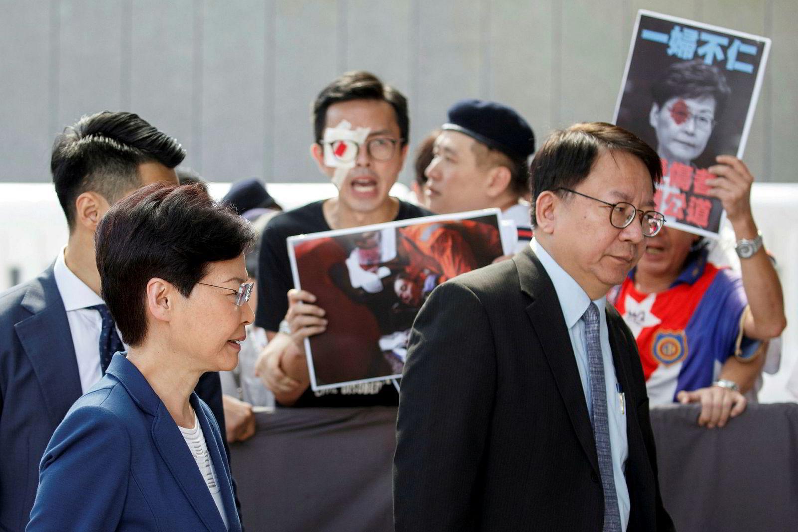 Hongkongs regjeringssjef, Carrie Lam, uttalte tirsdag at demonstrantene risikerer å sende byen ned i «avgrunnen», hvis de fortsetter med demonstrasjonene.